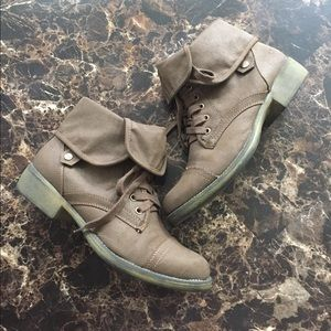 Rocket dog lace up boots. Excellent condition